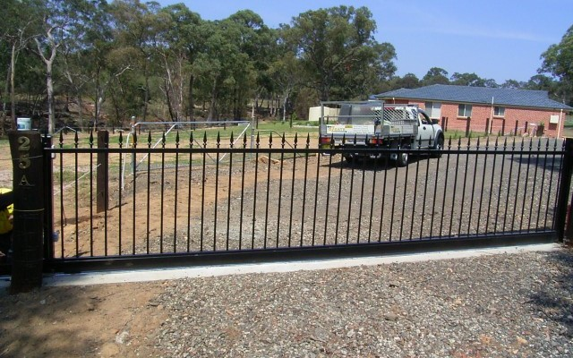 We only use the highest quality of automatic gates systems to ensure complete satisfaction by our customers. Our extensive range of systems can be added to any new or existing […]